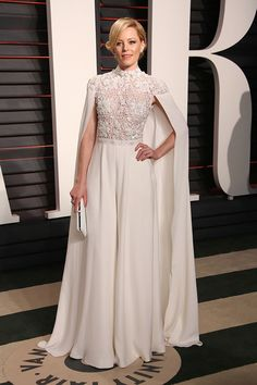 Elizabeth Banks looked fab in white for the most glamorous red carpet of the year!