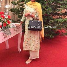 @AMAN❤ Designer Punjabi Suits Patiala, Patiala Suit Designs, Kurta Designs Women, Pakistani Dress Design, Embroidery Suits Punjabi, Embroidery Suits Design, Embroidery Fashion, Trendy Suits, Cool Suits