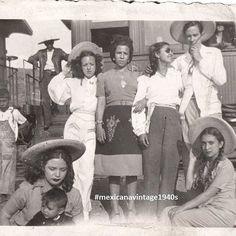 El viaje en tren  me siento identificada con la mujer con el bebé  #mexicanavintage1940s  #vintagemexico #mexicanvintagefriends  #mexicovintage #mexicanvintage #charra #1940s  #1940smexico