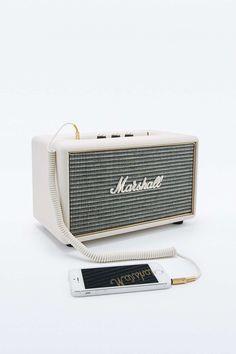Práctico y genial speaker en forma de amplificador para tu smartphone