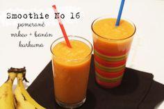 Oranžový smoothie z mrkve, pomerančů a banánu