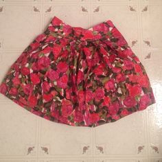 High waisted fluffy rose skirt Adorable lined skirt with flare! Skirts