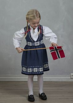 Festdrakt Astrid i str. 6 til 8 år - Viking of Norway Norway, Vikings, Harajuku, Costumes, Style, Fashion, Threading, The Vikings, Swag