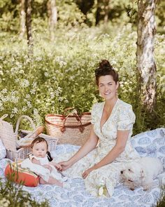 Family Photo Sessions, Family Photos, Rosie Londoner, Princess Flower, Country Fashion, Picnic Time, Happy Summer, Lily Of The Valley, Mom Style