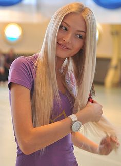 thin long hair,don't like middle part but love color and length