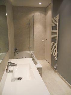 Ideas de #Baño, estilo #Contemporaneo color  #Beige,  #Marron,  #Blanco, diseñado por INTERIORS BARCELONA  #CajonDeIdeas