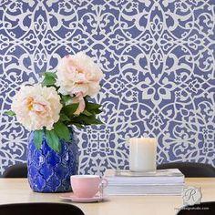 Trendy Wallpaper Designs with Pattern Wall Stencils - Easy DIY Decor Idea Moroccan Wallpaper, Moroccan Wall Art, Moroccan Wall Stencils, Moroccan Bedroom, Moroccan Decor, Moroccan Style, Chinoiserie Wallpaper, Damask Wall Stencils, Wallpaper Stencil