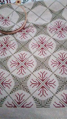 Tiny Cross Stitch, Easy Cross Stitch Patterns, Cross Stitch Pillow, Cross Stitch Borders, Simple Cross Stitch, Cross Stitch Embroidery, Bargello, Crochet Crafts, Diy And Crafts