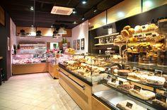 Witryny cukiernicze i lady chłodnicze w sklepie Kawiks w Łodzi