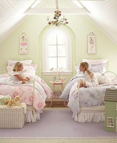 When I look at shabby chic kids' rooms, I wish I had a little daughter! Shabby chic style is one of the most popular for children's spaces, to be precise, Dream Bedroom, Girls Bedroom, Bedroom Ideas, Bedroom Green, Bedroom Designs, Girls Twin Bedding, Attic Bedroom Kids, Twin Girl Bedrooms, Shabby Bedroom