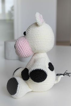 DEN HÆKLEDE KO RITA | DenHaekledeVerden Chrochet, Knit Crochet, Baby Knitting Patterns, Holidays And Events, Baby Shower Gifts, Hello Kitty, Bomuld, Diy Crafts, Sort