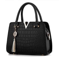 a742cdad0 woman fashion Crocodile leather V letters Designer Handbags Luxury quality Lady  Shoulder Crossbody Bags fringed Messenger Bag