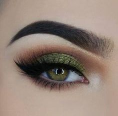 will remove eye makeup makeup looks for hazel eyes makeup night . - Eye make-up - Makeup Looks For Green Eyes, Pretty Eye Makeup, Green Makeup, Colorful Eye Makeup, Simple Eye Makeup, Natural Eye Makeup, Eye Makeup Tips, Smokey Eye Makeup, Colorful Eyeshadow