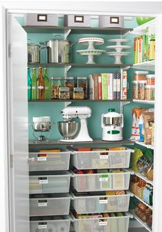 Beautifully organized pantry http://rstyle.me/n/d58fpnyg6