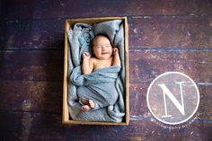 try this with a pretty wooden drawer and blanket (my quilt) Baby Family Pictures, Newborn Pictures, Baby Photos, Newborn Poses, Newborns, Children Photography, Family Photography, Photography Ideas, Maternity Photography