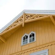 Another beautiful Sveitservilla in Norway.  I like this house color!