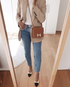 Second look from my transitional outfit ideas series for summer to autumn 🍁 🍂🍁🍂 A light blazer during the transition period is a wardrobe… Classic Outfits, Simple Outfits, Casual Outfits, Fashion Outfits, Work Outfits, Travel Outfits, Hermes Constance Bag, Work Wardrobe, Capsule Wardrobe