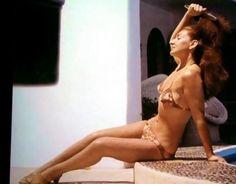 Maria Callas on Scorpios island. Maria Callas, Ali Mcgraw, Classical Opera, Aristotle Onassis, Heaviest Woman, Jacqueline Kennedy Onassis, Old Hollywood Glam, Music Sing, Opera Singers