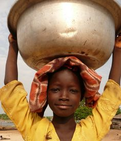 Africa | 'Water carrier'.  Cape Coast Ghana | ©Ina Wisse -see more on my board Blanco-Water for People
