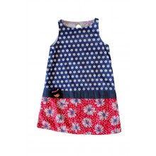 Vestido Niña CASEY    Divertidos lunares y una falda roja, hacen que este vestido inspirado en los años 60 sea un colorido opción para un verano divertido. viene con un pin de una niña para customizar el vestido!      100% Algodón  Color: Tejano aplicaciones estapadas