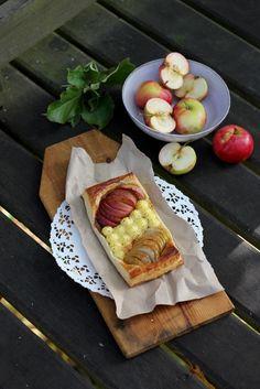 Omenaviinerin ohje on kulkenut mukana siitä asti kun ruoka ja reseptit ovat alkaneet kiinnostamaan. Tämä leivos on tarttunut matkaan ...