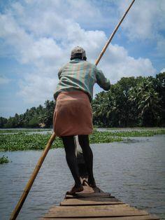 En båttur på Keralas vattenvägar. Indien. Bradley Mountain, Backpacks, Bags, Fashion, Indian, Handbags, Moda, La Mode, Dime Bags