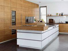 Küche mit Massivholzelementen