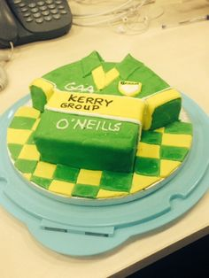 Kerry jersey GAA cake and they won so it was gooluck Cake 2017, Cake Ideas, Ireland, Cocktails, Birthday Cake, Cupcakes, Pure Products, Sports, Food