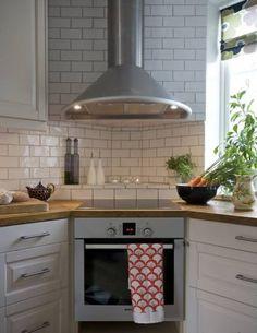 För att få in mycket ljus placerades spisen i ett hörn. Foto: Björn Nordström