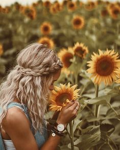 boho headband braid + messy waves boho headband braid + messy waves # how to make a messy Braids Messy Waves, Messy Braids, Sunflower Field Pictures, Pictures With Sunflowers, Sunflower Pics, Sunflower Headband, Sunflower Field Photography, Shotting Photo, Boho Headband