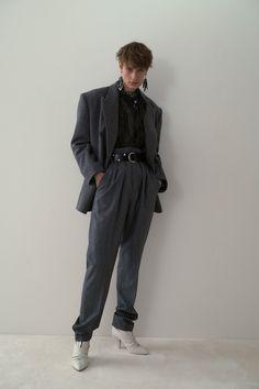 Isabel Marant Resort 2020 Collection - Vogue Isabel Marant, Runway Fashion, Fashion Show, Mens Fashion, Fashion Trends, Vogue Fashion, London Fashion, High Fashion, Style Androgyne