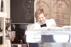 Was guten Kaffee anbelangt gab es in Wien Margareten lange Zeit nur die Möglichkeit auf andere Bezirke auszuweichen, beispielsweise die kaffeefabrik in Wieden. Seit Ende Oktober gibt es in der Pilgramgasse, direkt beim Margaretenhof, endlich ein neues Café, das Speciality Coffee zelebriert: Kaffee von Sascha. October