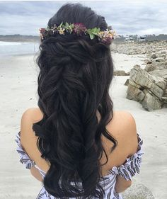 Flower CROWNS ✨ comment below if you agree that this HALF UP hairstyle with a Flower Crown is spot on!  Look created by @mua_sarahnicole @mua_sarahnicole from @thehairandmakeupco ✨ #halfuphalfdown #beyondtheponytail