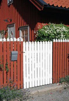 Garden Doors, Garden Gates, Big Garden, Home And Garden, House In Nature, Swedish House, Plank, Beautiful Gardens, Facade