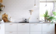 Mira Kinning from the Swedish TV-show Bygglov has created this beautiful kitchen with Skagerak interior and accessories. The kitchen is created in collaboration with Ballingslöv. Condo Kitchen, Kitchen On A Budget, Kitchen Flooring, Kitchen Countertops, Kitchen Furniture, Kitchen Dining, Kitchen Decor, Kitchen Cabinets, Wood Furniture