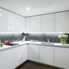 Under Cabinet Lighting Small Kitchen Design Interior Design Minimalist, Luxury Kitchen Design, Kitchen Room Design, Interior Modern, Luxury Kitchens, Home Decor Kitchen, Interior Design Kitchen, Home Kitchens, Kitchen Ideas