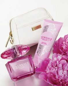 The choice is clear, Versace Bright Crystal Absolute. I love this perfume with a very pleasant smell. Versace Perfume, Versace Fragrance, Versace Bright Crystal, Discount Perfume, Perfume Collection, Best Perfume, Parfum Spray, Smell Good, My Beauty