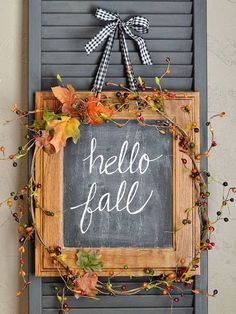 Halloween Wreaths A roundup of DIY Fall and Halloween Wreaths! From rustic and elegant toA roundup of DIY Fall and Halloween Wreaths! From rustic and elegant to Fall Wood Crafts, Diy Crafts, Autumn Crafts, Decor Crafts, Fall Projects, Craft Projects, Craft Ideas, Wood Projects, Diy Ideas