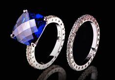 Entdecken Sie die bedeutungsvollen Charms, die euch verkörpern! Der zeitlos edler Ring umfasst mit grossen leuchtenden Steinchen und Saphir, die in fantastischen Designs miteinander verschmelzen. Kombinieren Sie diese handgemachte Kreation nach Lust und Laune.  925er Sterling Silber Rhodium überzogen Blaue Zirkonia Zirkonia weiss