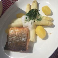 Lachs und Spargel in der Kugler Alm in Oberhaching. Lust Restaurants zu testen und Bewirtungskosten zurück erstatten lassen? https://www.testando.de/so-funktionierts