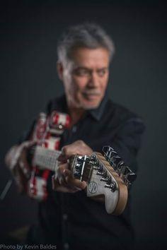 Eddie Van Halen The greatest Learn Guitar Online, Online Guitar Lessons, Eddie Van Halen, Best Rock Bands, Cool Bands, Van Hagar, Just Beautiful Men, Best Guitarist, Music Station