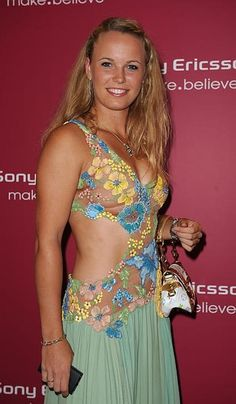 Caroline Wozniacki, Tennis Stars, Tennis Players Female, Good Looking Women, Tennis Clothes, Shoes Tennis, Athletic Women, Female Athletes, Sport Girl