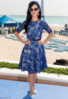 Katy Perry vestita di blu con Puffetta » GOSSIPpando | GOSSIPpando
