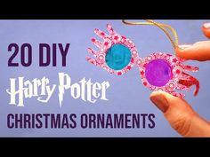 20 More DIY Harry Potter Christmas Ornaments Harry Potter Christmas Decorations, Harry Potter Ornaments, Harry Potter Christmas Tree, Harry Potter Halloween, Harry Potter Birthday, Hogwarts Christmas, Christmas Ideas, Harry Potter Navidad, Décoration Harry Potter
