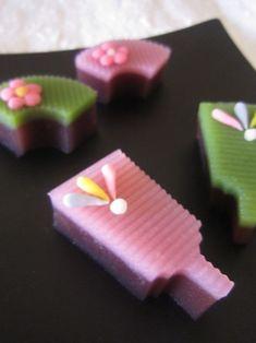 新春の和菓子 『羽子板 扇面』 New Year sweets