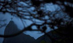 Dia começa com céu encoberto no Rio Foto: Guilherme Leporace / Agência O Globo