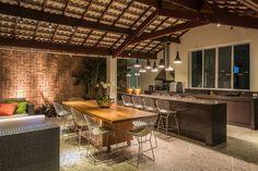 Esta área de lazer espetacular conta com espaço lounge, espa…