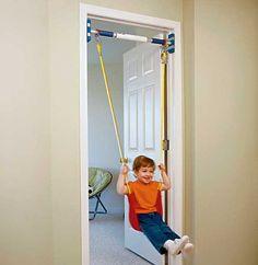 Columpio para casa que se instala en el marco de una puerta