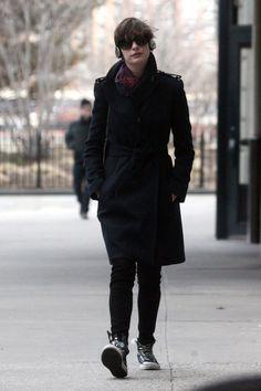 Anne Hathaway Photos: Anne Hathaway Runs Errands