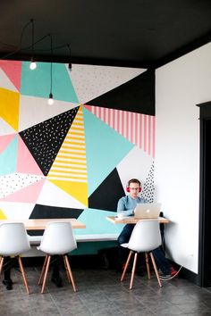 66 Super Ideas For Wall Graphics Restaurant Projects Modern Interior Design, Interior Design Living Room, Contemporary Interior, Mural Cafe, Geometric Wall Paint, Coffee Wall Art, Deco Restaurant, Diy Wall Painting, Painted Wall Art